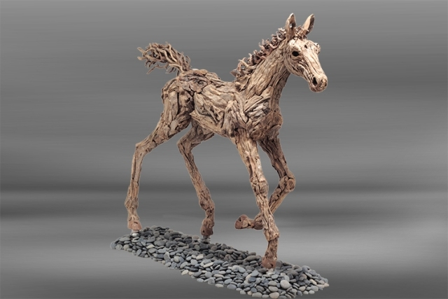 galoppierendes-Pferd-braun-Holz-Skulptur-Foal-at-Canter-james-doran-webb